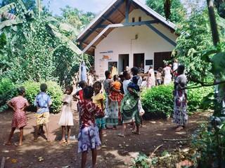 Dispensario Sakatia gente locale